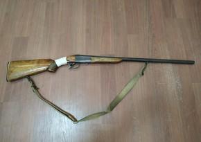 Salyan sakinində silah aşkarlandı