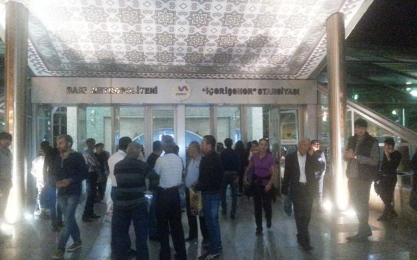Metronun İçərişəhər stansiyasında qatarda nasazlıq yaranıb  - FOTO