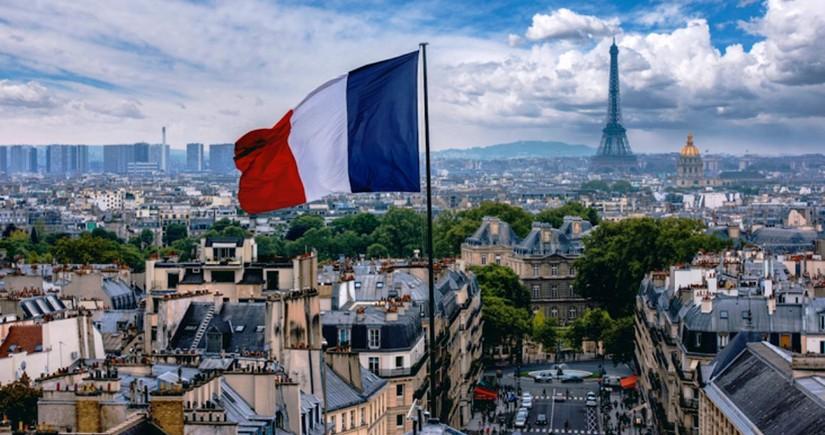 В Париже проходит акция протеста против санитарных пропусков