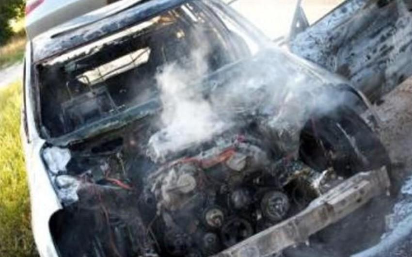 Gəncədə minik avtomobili yanıb