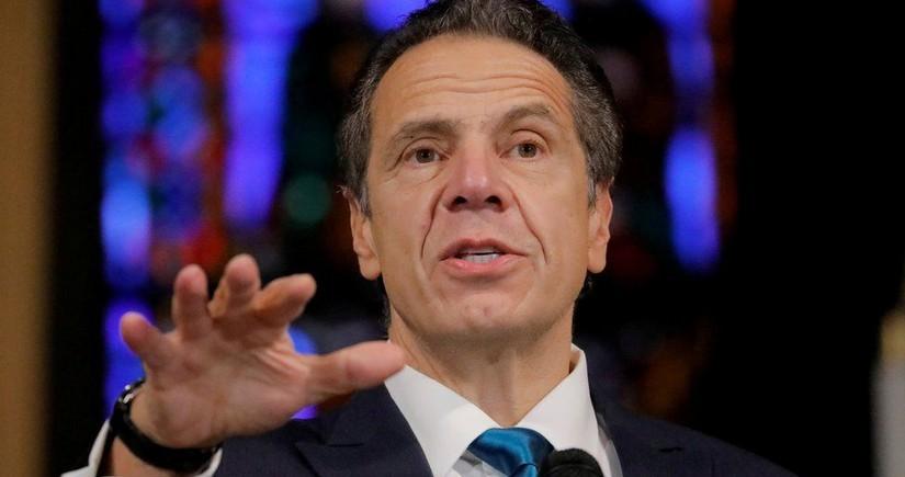 Еще одна женщина обвинила губернатора Нью-Йорка в приставаниях