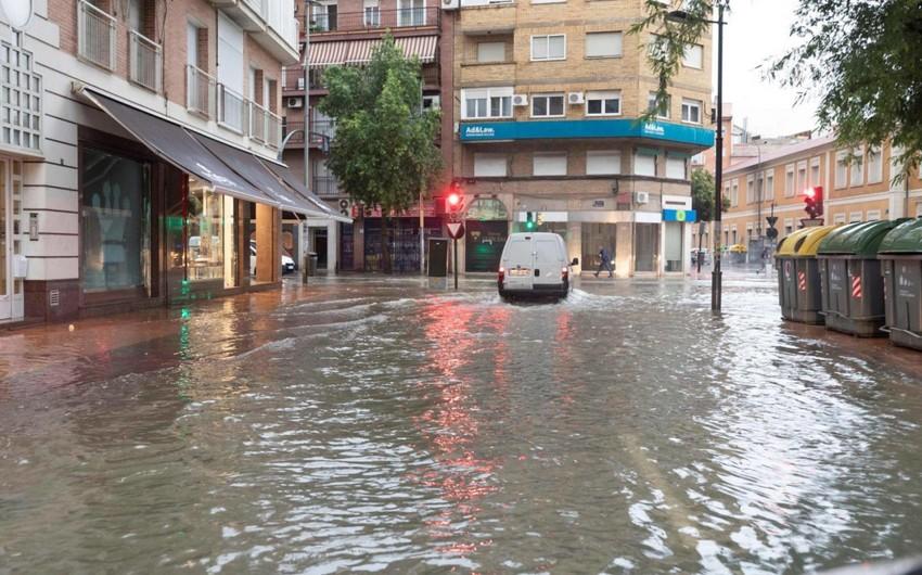 Повышенный уровень опасности ввели на большей части Испании из-за дождей