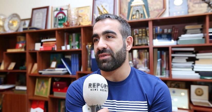 Rafael Ağayev: Orduya yazılmışam, zəng gözləyirəm