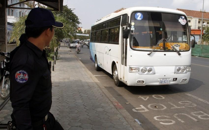 Kambocada turist avtobusu yük maşını ilə toqquşub, 20 nəfər həlak olub