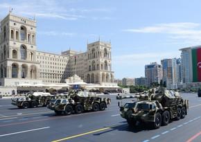Paradda Azərbaycan Ordusunun artilleriya silahları nümayiş etdirilib
