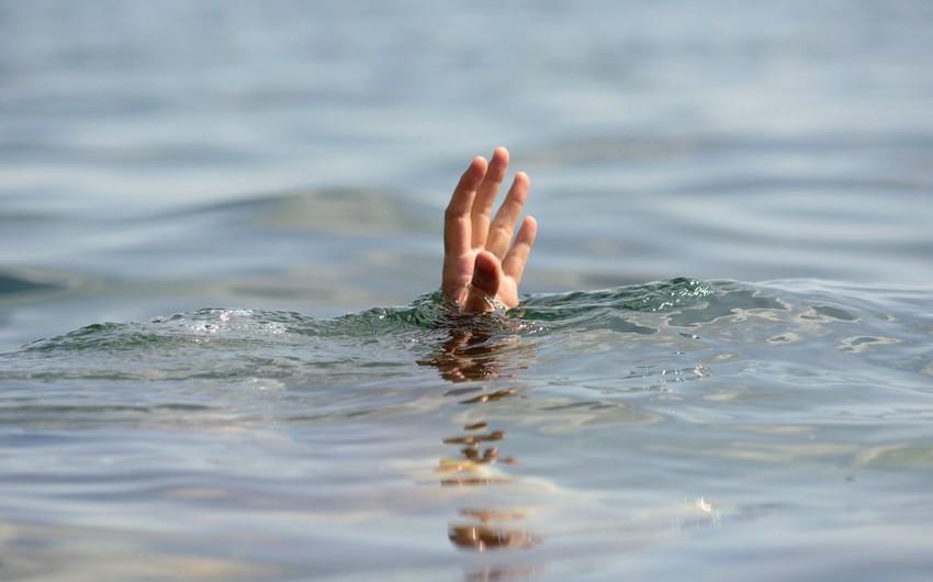 Bakıda gənc oğlan su hovuzunda boğulub