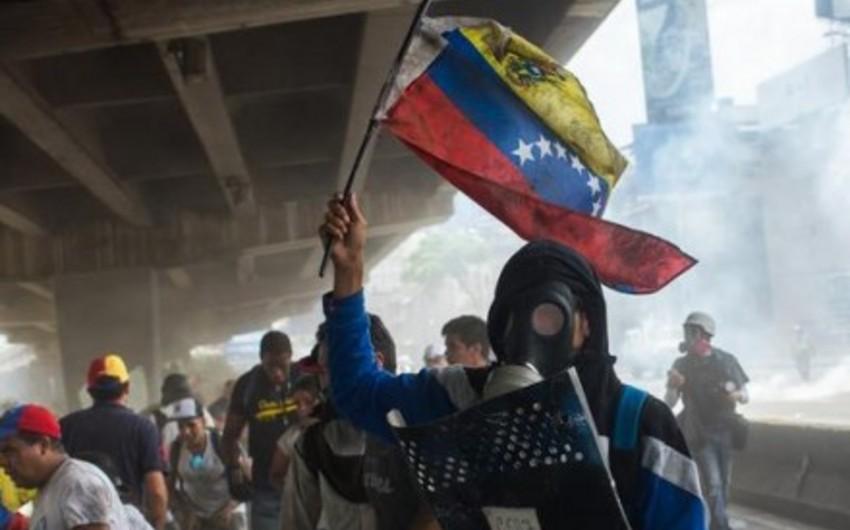 Venesuelada nümayişlər zamanı 400-dən çox etirazçı saxlanılıb