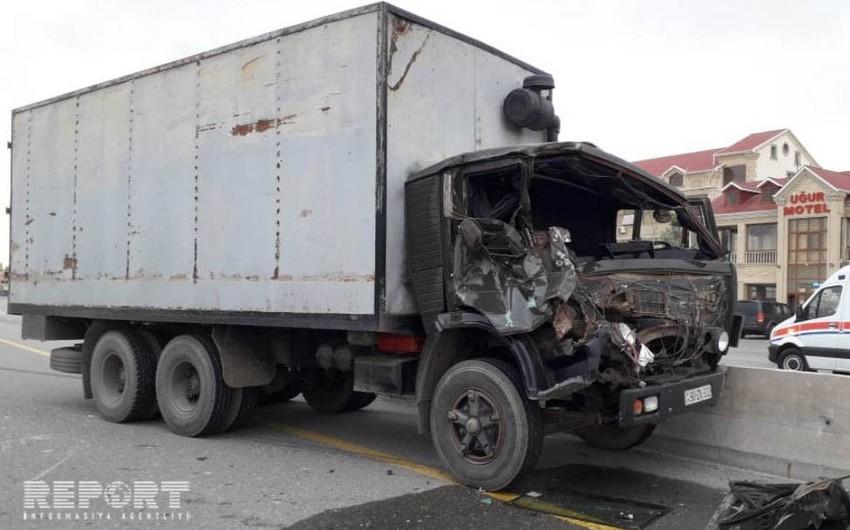 Kürdəmirdə yük maşını traktora çırpılıb - VİDEO - YENİLƏNİB
