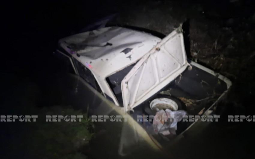 В Кюрдамире автомобиль упал в канал, есть пострадавший