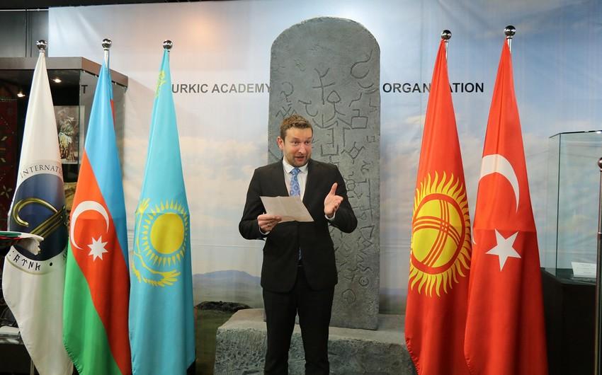 Macarıstanın dövlət bayrağı Beynəlxalq Türk Akademiyasında qaldırılıb