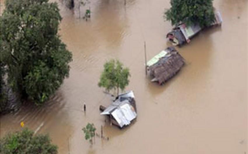 Şri-Lankada təbii fəlakətlərə görə 650 min sakin evini tərk edib