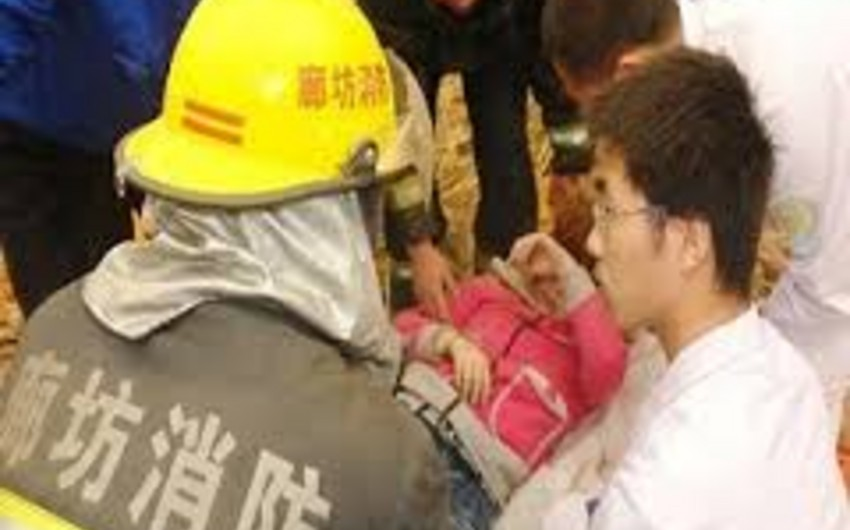 Çində fabrikin uçması nəticəsində çoxlu sayda fəhlə dağıntı altında qalıb