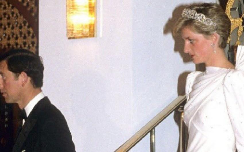 Şahzadə Diananın paltarı hərracda 127 min dollara satışa çıxarılıb