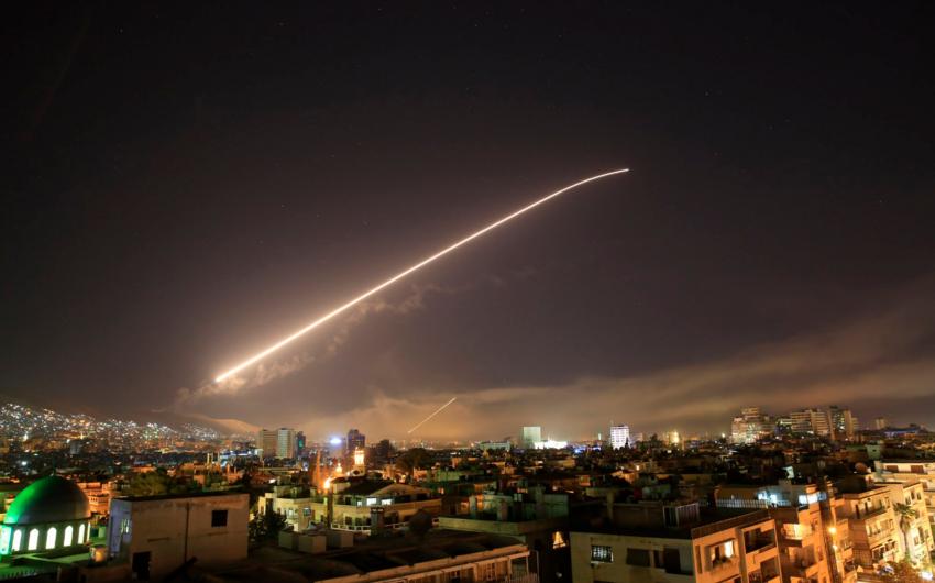В Дамаске взорвались первые американские снаряды - ВИДЕО