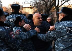У здания Генпрокуратуры Армении начались стычки между полицией и митингующими