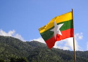 Myanma 100 diplomatını geri çağırdı
