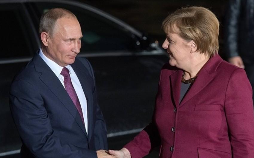 Putin Berlinə səfər edib