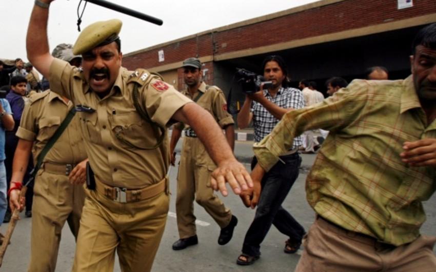 Hindistanda baş vermiş qarşıdurmalarda 14 nəfər ölüb, 40 nəfər yaralanıb