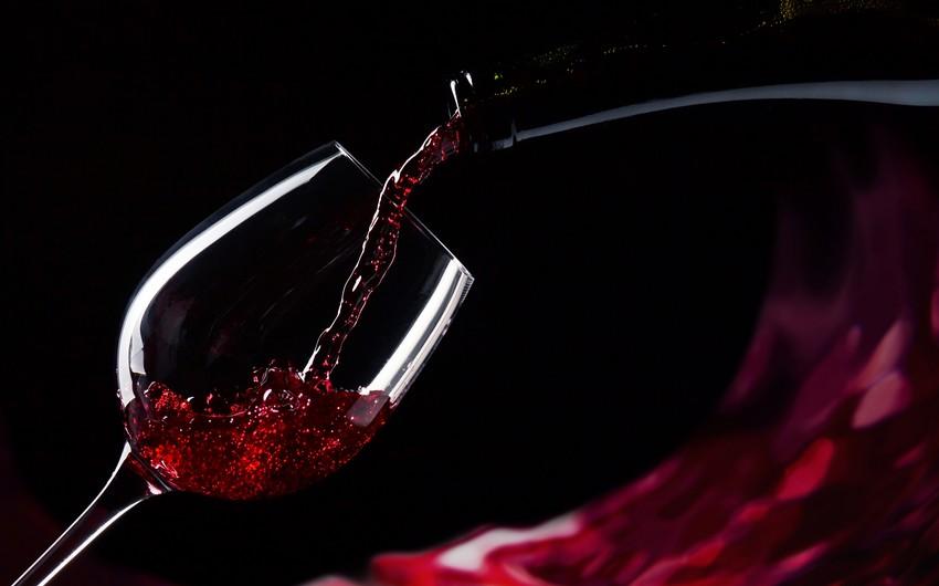 Şərab içmək kataraktanın inkişaf riskini azaldır