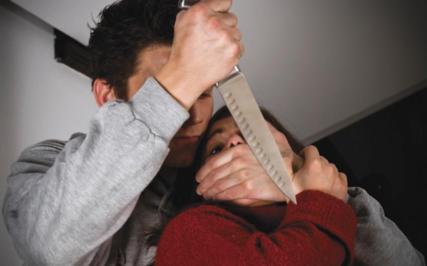 Bakıda ər arvadını boğazından bıçaqlayıb