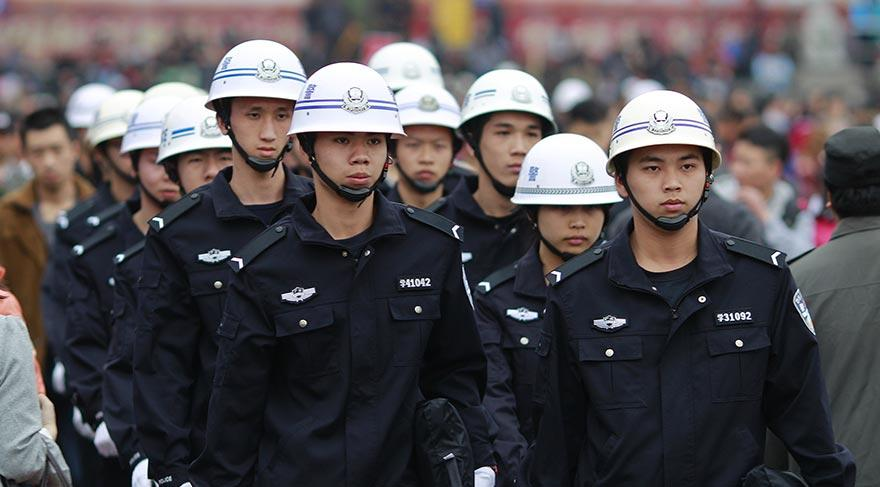 Chinese authorities detain more than 400 runaway corrupt officials