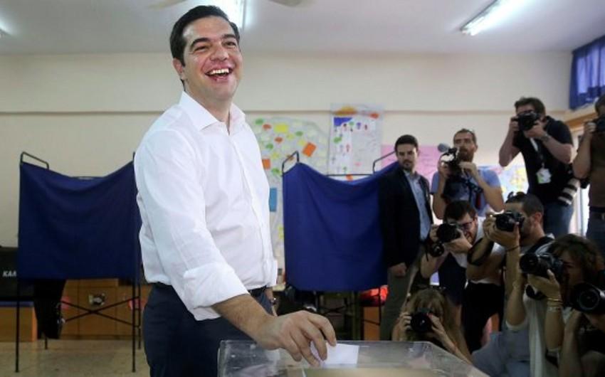 Aleksis Tsipras: Referendum nəticələrini nikbinliklə gözləyirəm