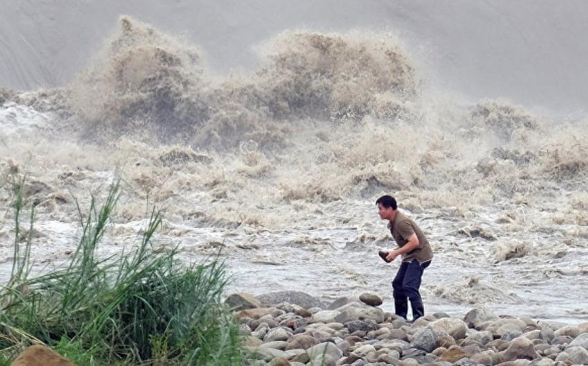 Свыше 330 тыс. человек эвакуировали в Шанхае из-за тайфуна Чанту
