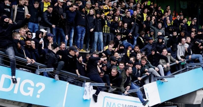 В Нидерландах обвалилась трибуна с празднующими победу фанатами «Витесса»