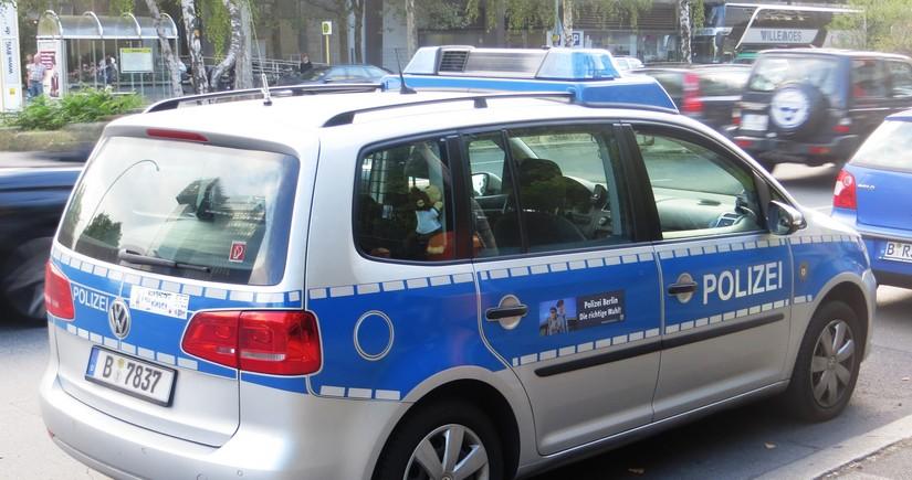 Almaniya hökumətinin binasına avtomobil çarpılıb
