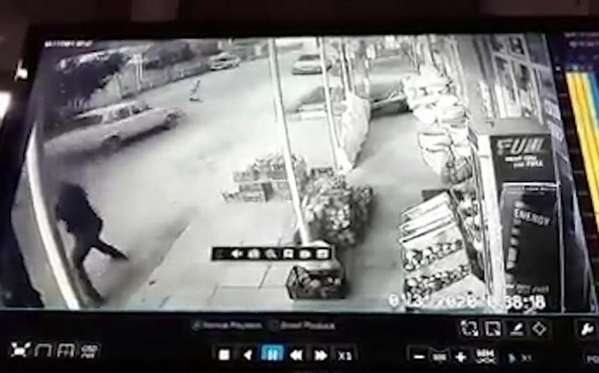 Cəlilabadda azyaşlının avtomobillə vurulduğu anın dəhşətli görüntüləri - VİDEO