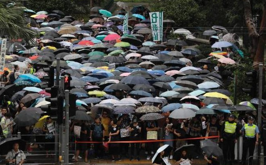 Hong Kong: thousands of teachers take to the streets