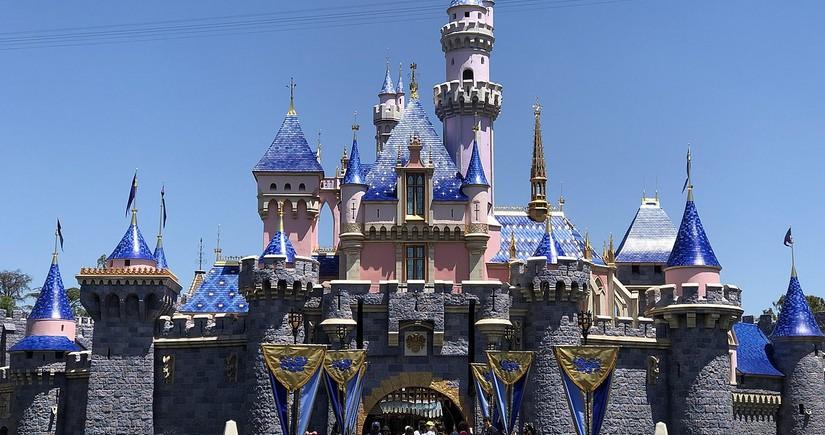 """""""Disneyland"""" 28 min işçisini ixtisar edəcək"""