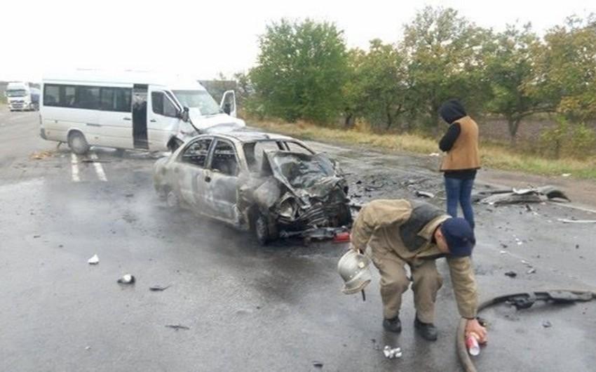Futbolçuları aparan mikroavtobus qəzaya düşüb, bir nəfər ölüb