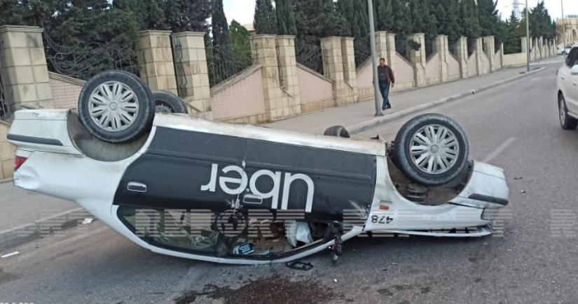 В Баку столкнулись два автомобиля, есть пострадавшие