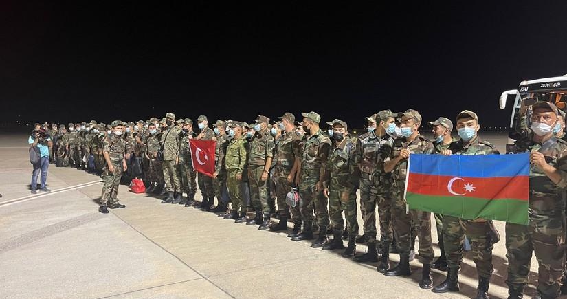 Азербайджанские пожарные прибыли в Турцию на помощь братской стране