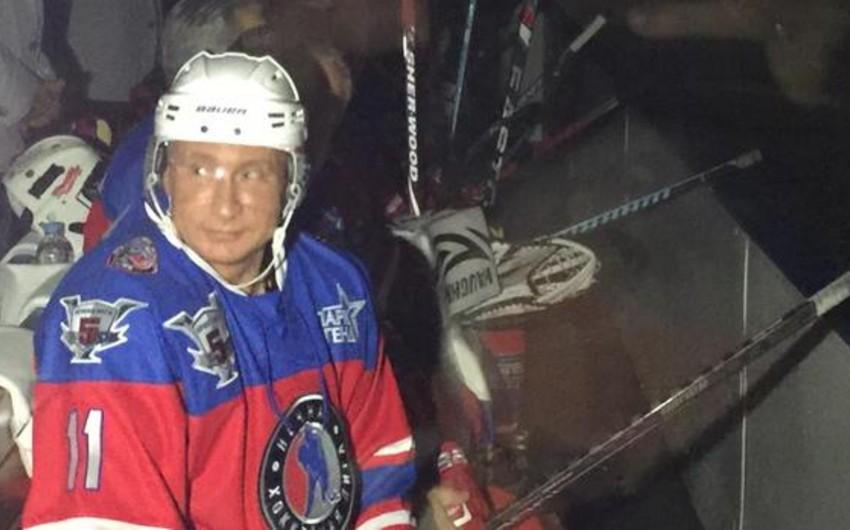 Putin ad günündə hokkey oynayıb - FOTO