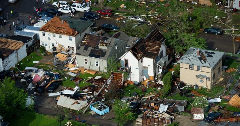 ABŞ-da tufan 10-u uşaq olmaqla, 12 nəfərin həyatına son qoydu