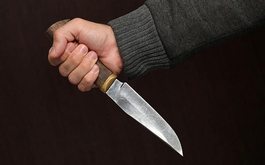 Bakıda gənc oğlan özünü bıçaqlayıb