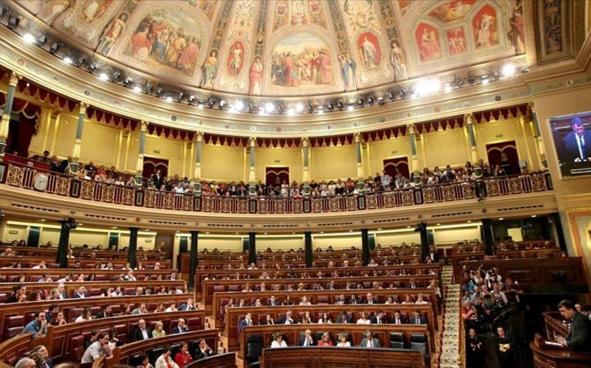 İspaniya parlamenti fəaliyyətini dayandırır
