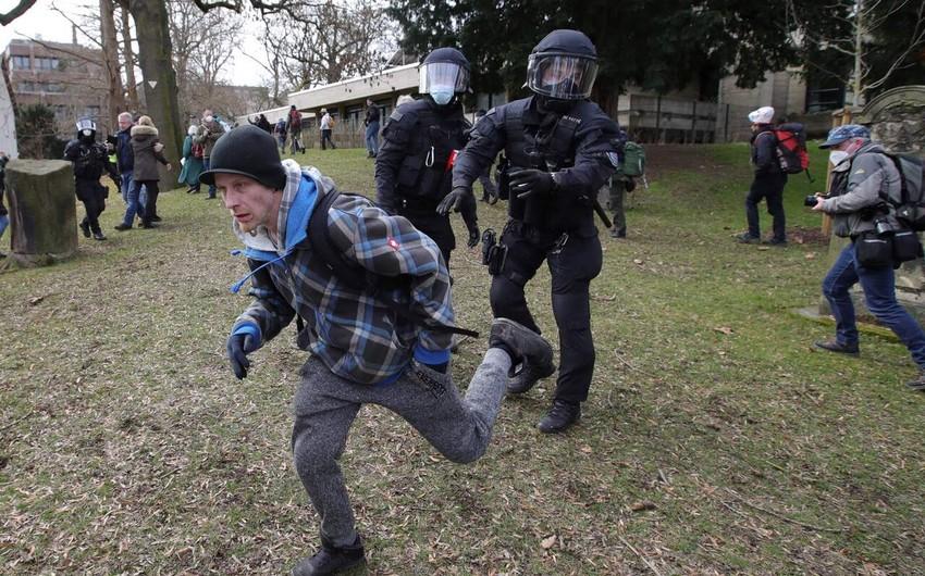 В Германии полиция применила водомет для разгона акции протеста