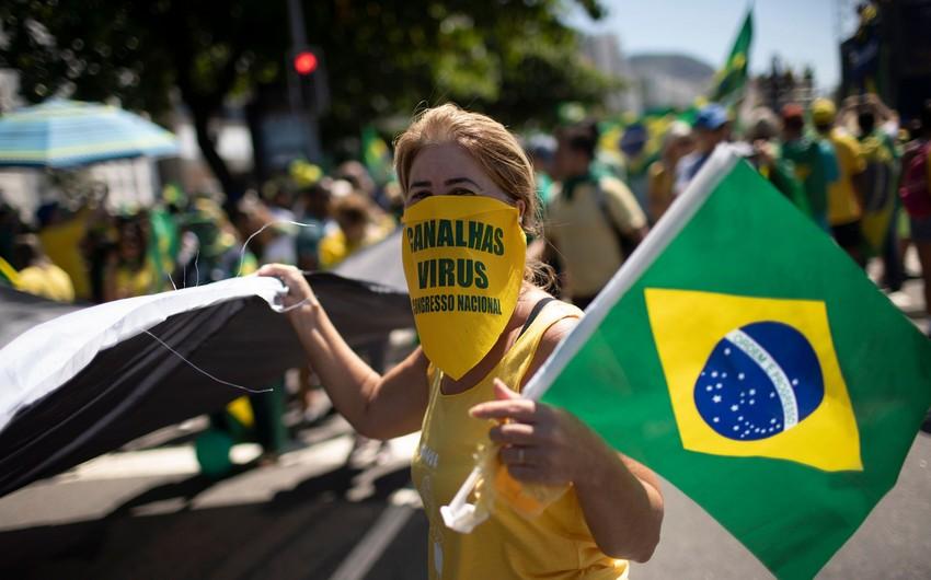 Braziliyada son sutkada COVID-19-a 20,2 min yoluxma aşkarlandı