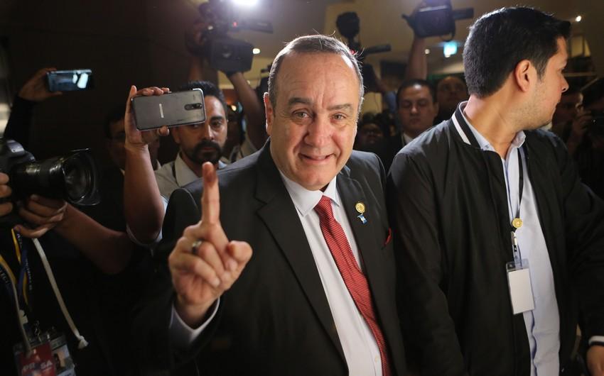 Qvatemalanın yeni prezidenti vəzifəsinin icrasına başlayıb