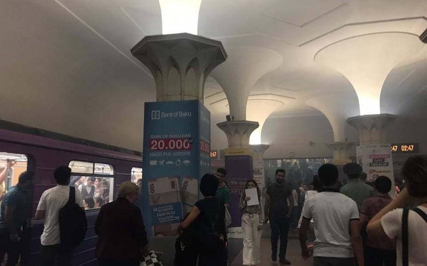 Metronun Gənclik stansiyasında qatarda tüstülənmə olub - FOTO - YENİLƏNİB