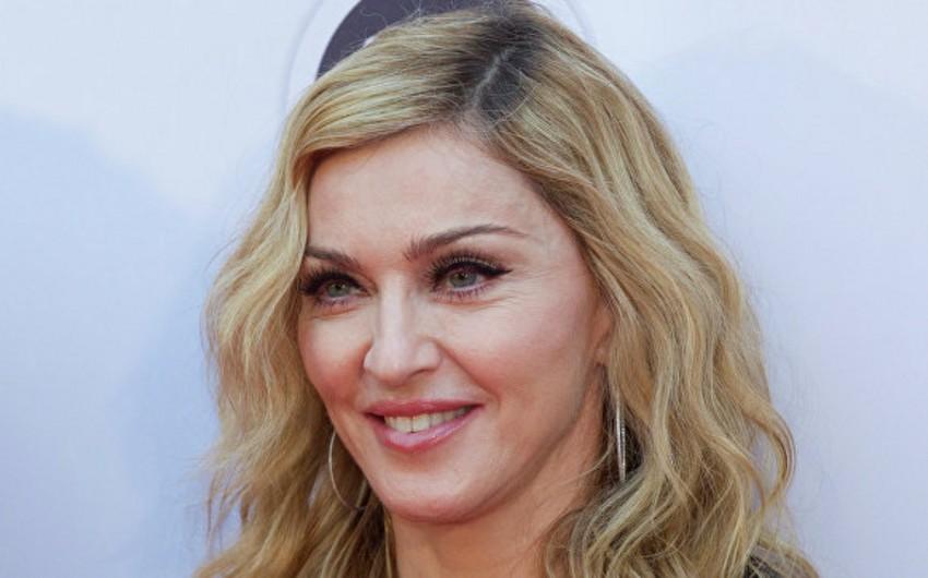 Madonna Billboard versiyası üzrə İlin qadını mükafatını alıb