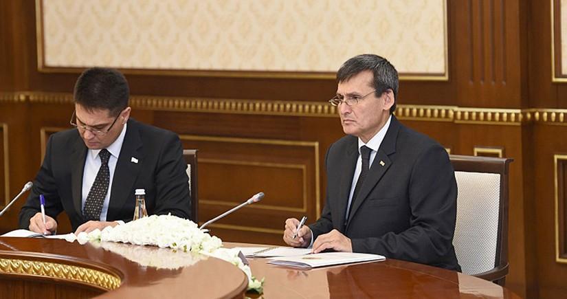 Глава МИД Туркменистана провёл встречу со спецпредставителем Генсека ООН по Центральной Азии