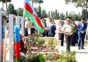 Defense Ministry leadership visits graves of Polad Hashimov and Ilgar Mirzoyev