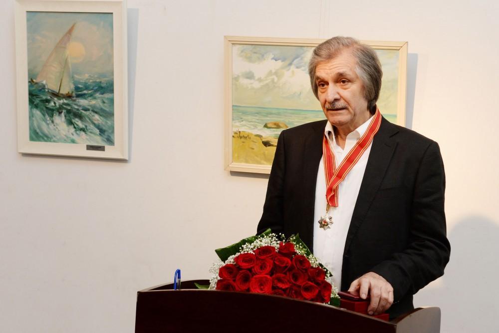 People's artist Farhad Khalilov presented Sharaf Order