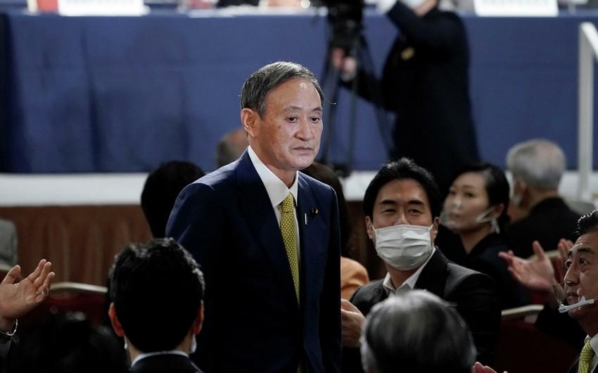 Лидером правящей в Японии партии стал генсек правительства Есихидэ Суга