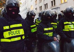 В Тбилиси протестующие требуют снять ограничения по коронавирусу