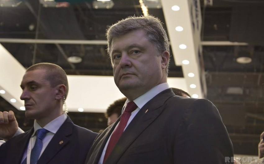 Ukrayna prezidenti Əbu-Dabidə keçirilən İDEX-2015 beynəlxalq müdafiə sərgisini ziyarət edib - FOTO